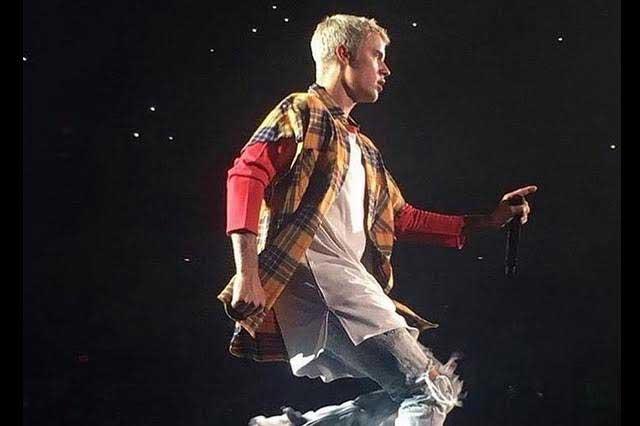 Justin Bieber deja poco a la imaginación… ¡esquía en calzoncillos!