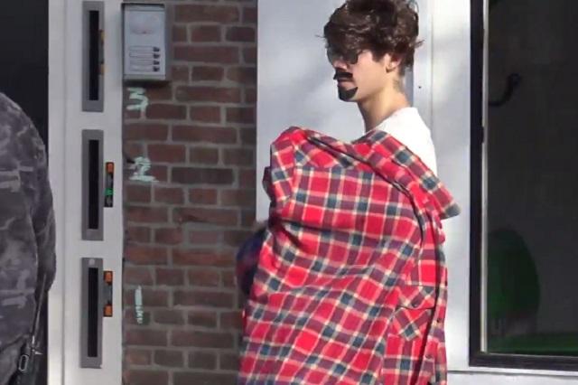 Justin Bieber luce divertido disfraz durante su paseo en Ámsterdam