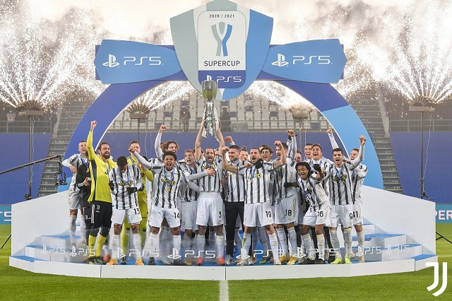 Juventus se corona en Supercopa italiana; domina a Napoli 2-0