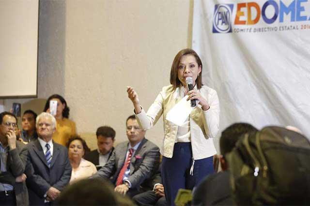Josefina rechaza que vaya a declinar a favor de Delfina Gómez
