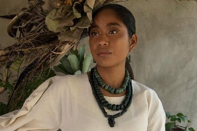 Ella es Karen Vega, primera modelo oaxaqueña en las páginas de Vogue