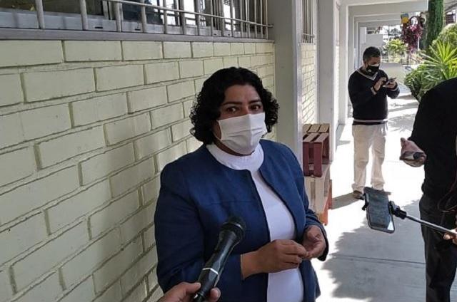 Karina Popoca llama incongruente a Adán Xicale por críticas