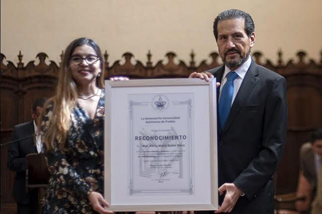 Egresada BUAP recibe en Alemania premio por trabajo científico