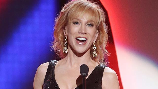 Despiden a la comediante Kathy Griffin por pleito con Trump