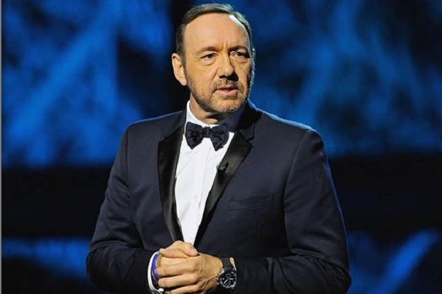 Acusan a Kevin Spacey de intentar seducir a universitarios