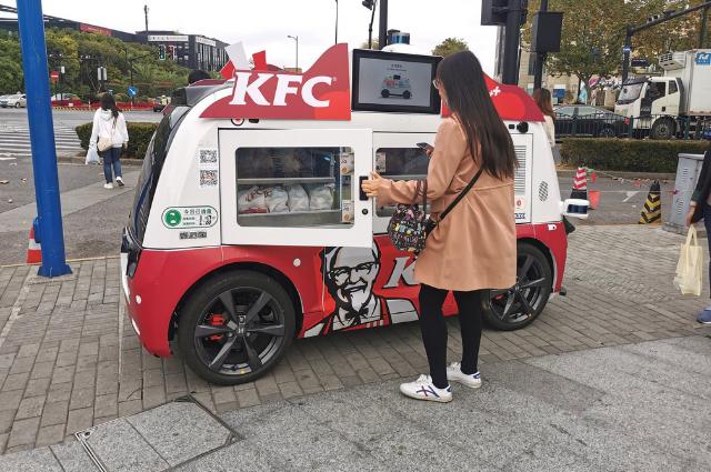 KFC ahora vende en carritos móviles para evitar contacto humano