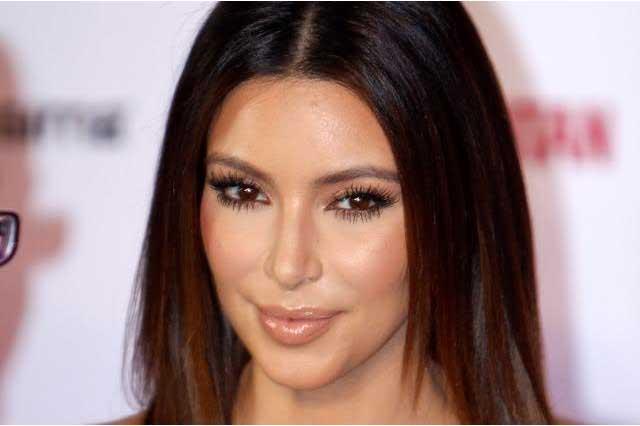 Kim Kardashian y Kanye West presentan nueva colección de moda