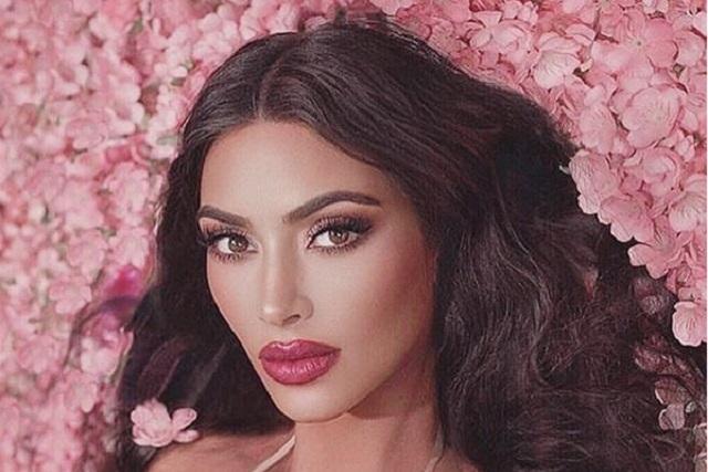 Kim Kardashian luce diminuto bikini y foto no gusta a fans