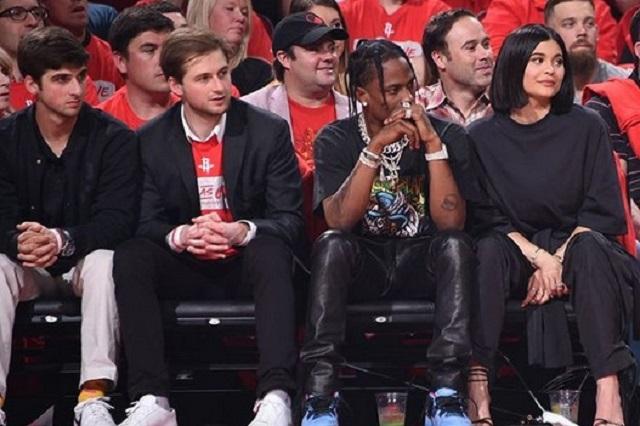 Video desata rumores de mala relación entre Kylie Jenner y Travis Scott