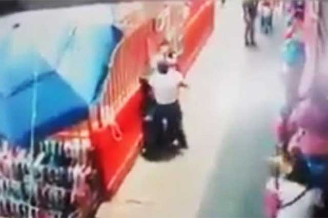 Video: Apuñalan en La Merced a un hombre durante asalto