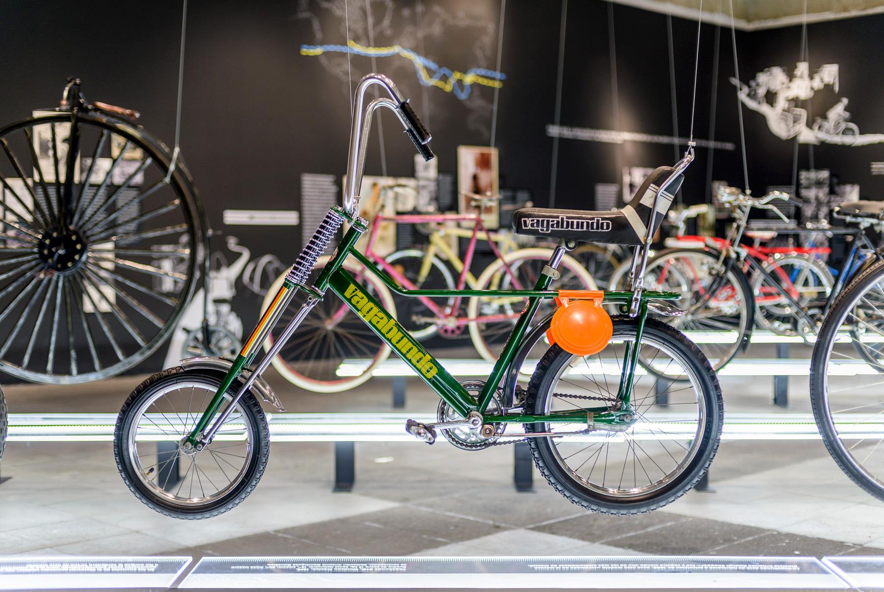 Rueda exposición de bicicletas hasta el Museo del Ferrocarril