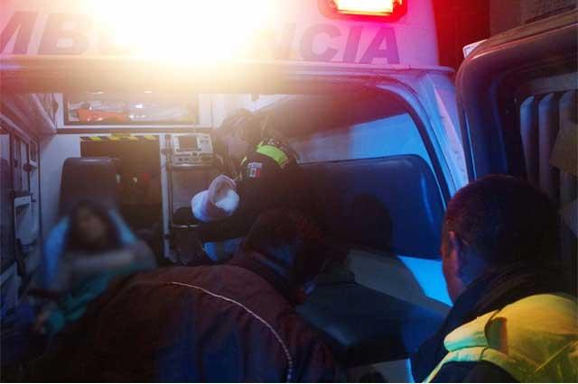 Auxilian policías a mujer a labores de parto en Puebla