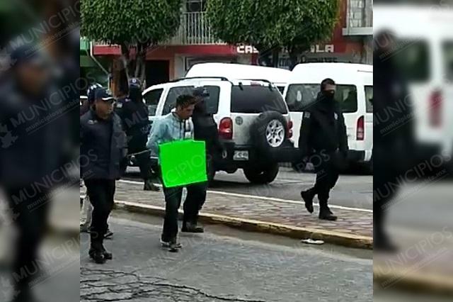 Se salva de ser linchado pero exhiben a ladrón en Tlacotepec