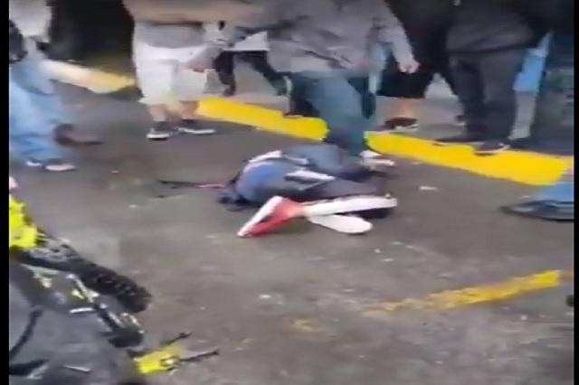 Video: Golpean a asaltante y se pone a llorar