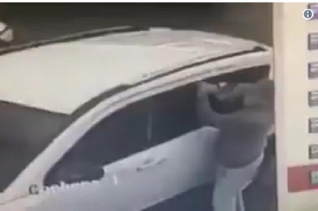 Cámaras captan a ladrón dando cristalazo en Zavaleta