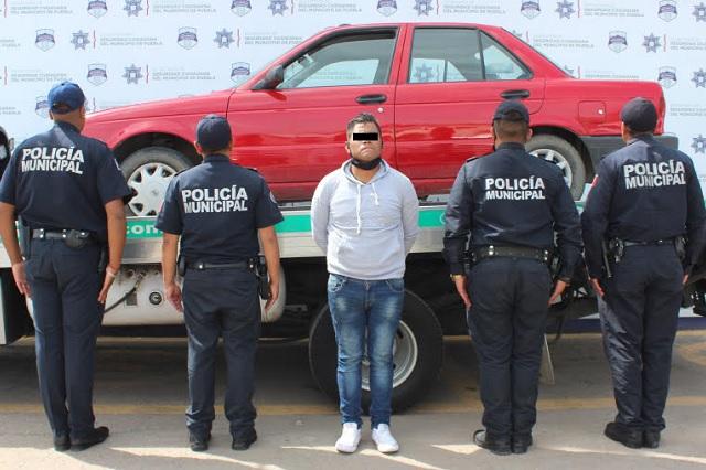 Policías de Puebla persiguen y detienen a ladrón de autos