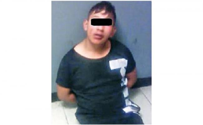 Usuarios del Metrobús golpean a sujeto que intento asaltar a joven