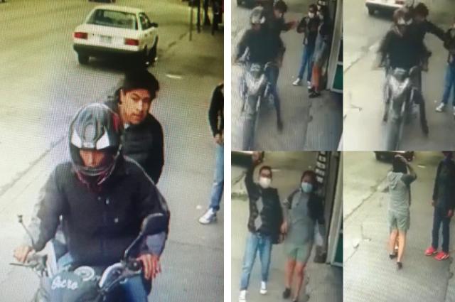 En moto y en 35 segundos, asaltan a joven en Puebla