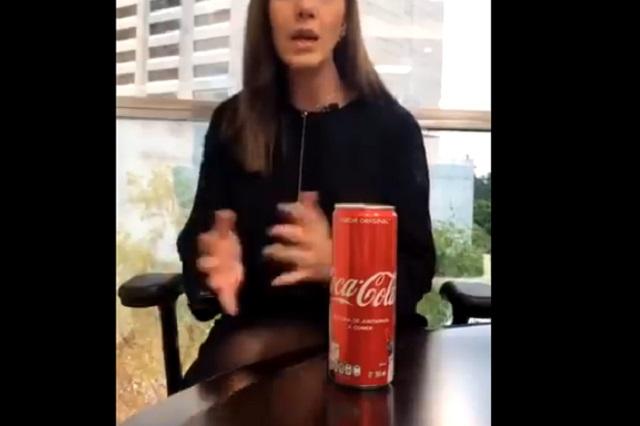 Lady Coca Cola: Mujer molesta con la marca por incluir groserías