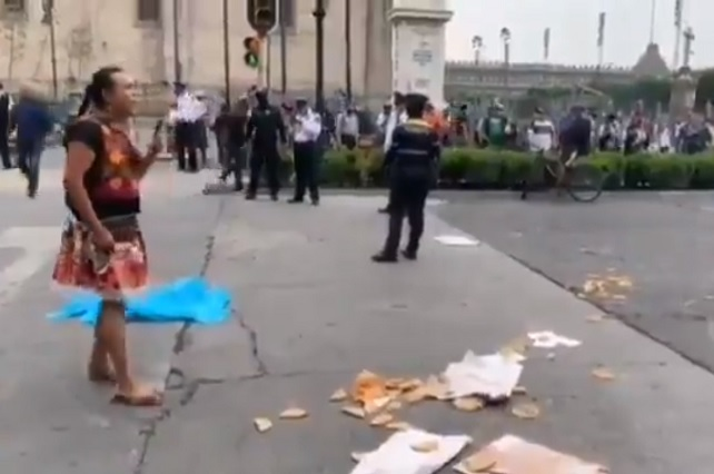 Policías le quitaron su mercancía a Lady Tacos de Canasta