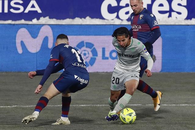 Lainez es nuevamente titular en triunfo del Betis ante Huesca