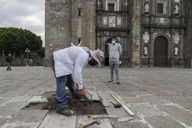 Anuncia Barbosa que impedirá el saqueo de lajas en el zócalo