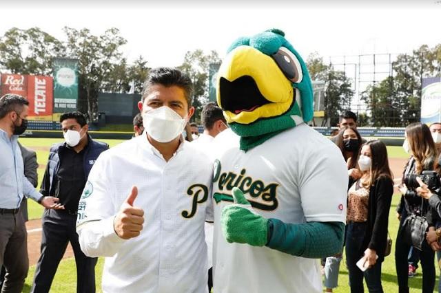 Lalo Rivera visita el 'Nido'; firma convenio con Pericos de Puebla