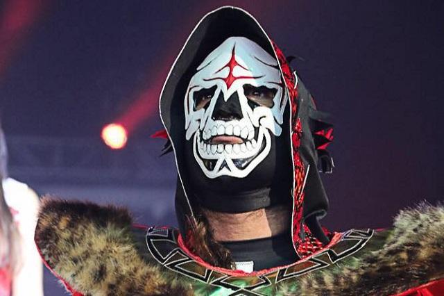 ¿Cómo está el luchador La Parka tras golpe en la cabeza en combate?