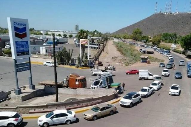 Se forman toda la noche para conseguir cerveza en Sinaloa