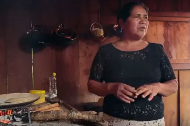 Figura caso de Eloxochitlán en libro sobre los mexicanos más pobres
