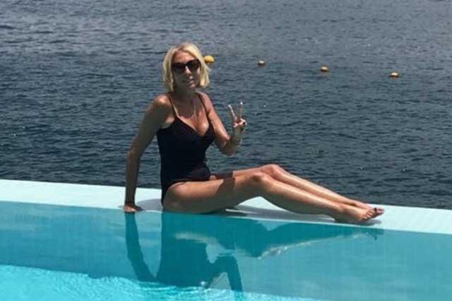 Laura Bozzo se olvida del engaño de su ex y presume su figura en bikini