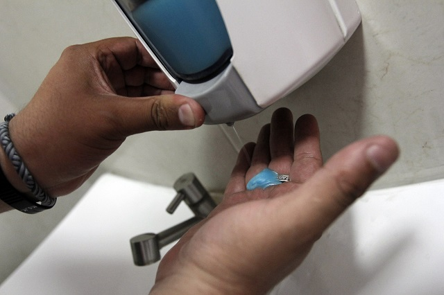 Alertan de geles antibacteriales perjudiciales para la salud
