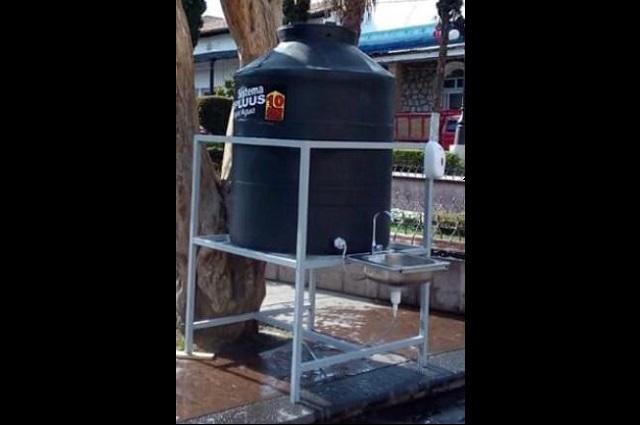 Instalan lavamanos para comerciantes en Atlixco