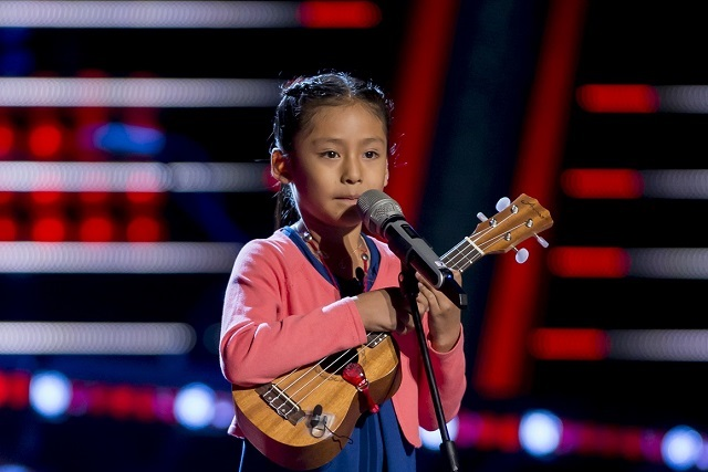 Niña poblana de 7 años con su ukulele cautiva en La Voz Kids