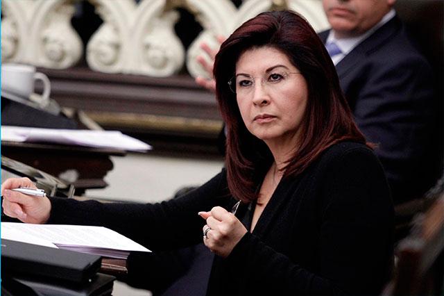 Mujer reclama apoyos a Patricia Leal y amenaza con golpearla