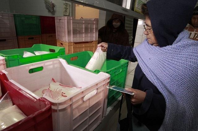 Productores de leche denuncian adeudos millonarios de Liconsa