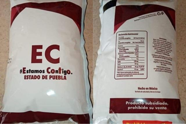 Pagan leche Santa Clara y reciben leche de Estamos Contigo en Tehuacán