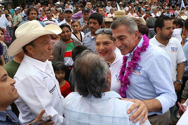 Promete Gali mejorar carretera de acceso a Pahuatlán