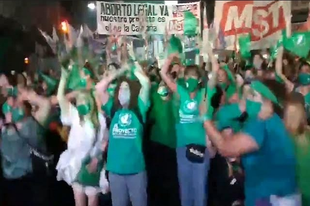 Así celebraron feministas tras legalización del aborto en Argentina