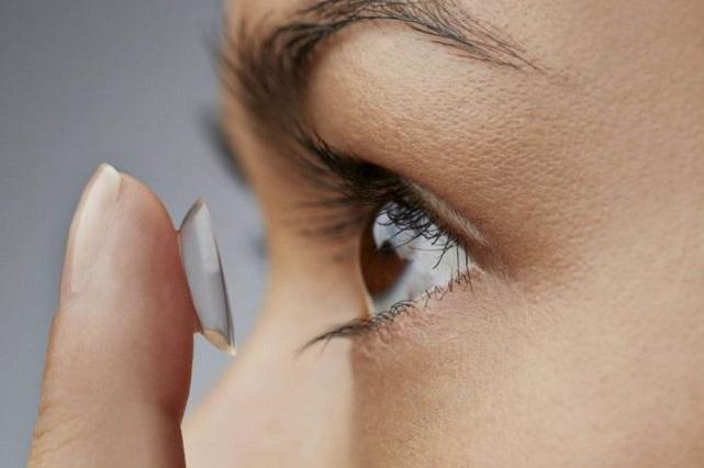 Crean lentes de contacto que se disuelven en minutos los ojos