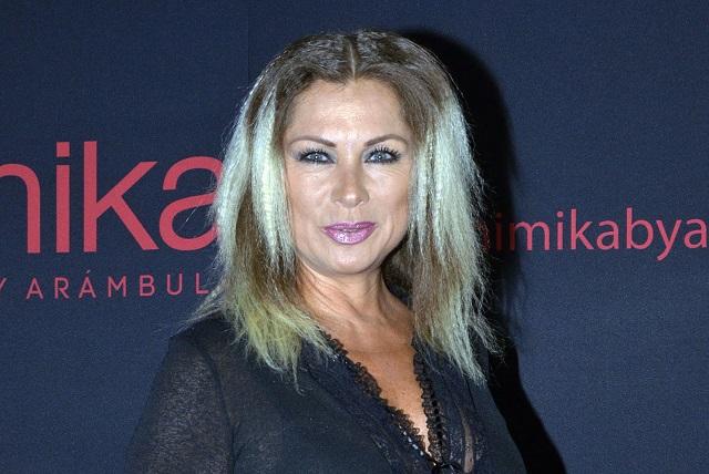 Leticia Calderón pide que no le pregunten por Juan Collado frente de sus hijos