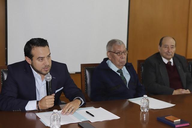 Presentan libro y destacan obra del académico Justino Cortés Castellanos