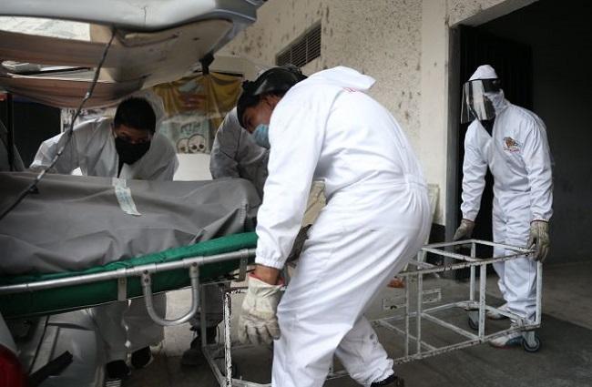 Cuerpos de víctimas Covid-19 saturan hospitales IMSS en CDMX