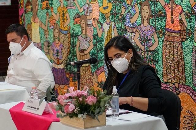 Lupita Vargas pide licencia en Xicotepec y su primo asume el cargo