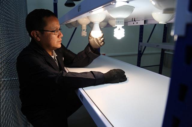 Acreditan laboratorio de iluminación y eficiencia energética del INAOE