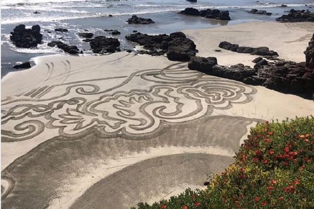 Lila Deneken graba misteriosas señales que aparecieron en playa de Baja California
