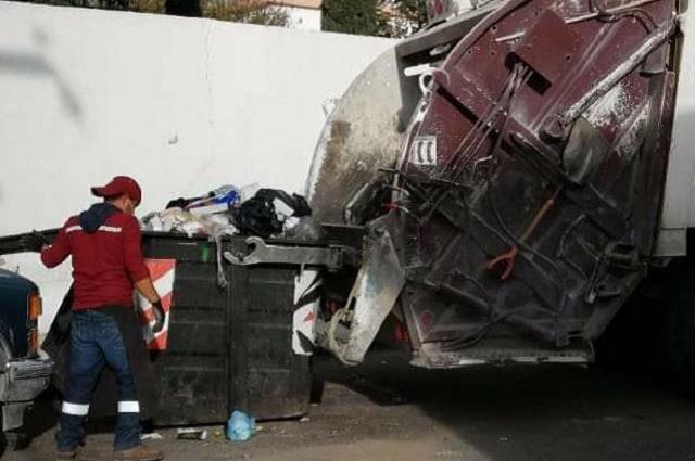 Por no pagar servicio de limpia retiran contenedores en Tehuacán