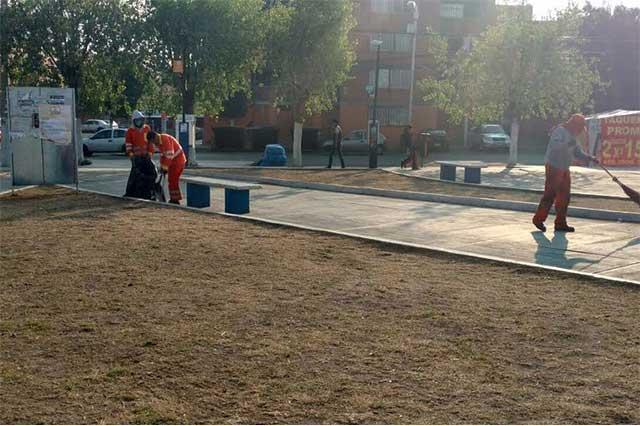 Servicio de Limpia trabaja en diversas vialidades de la capital