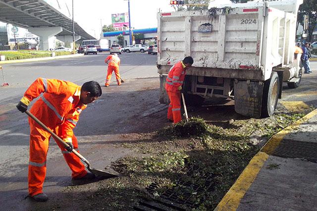 Refuerzan limpieza de alcantarillas ante lluvias en Puebla
