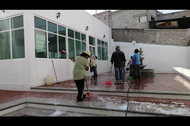 Sanitizan espacios de Xayacatlán de Bravo por Covid-19